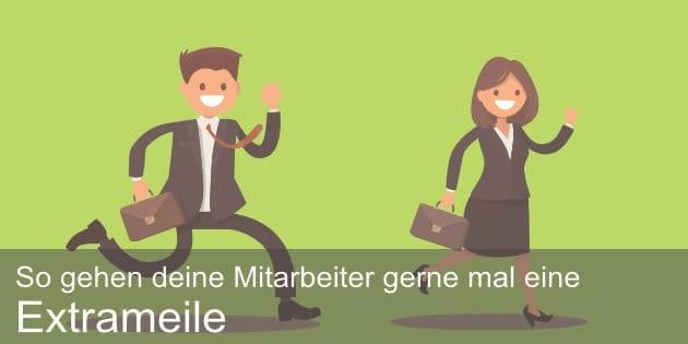 Mitarbeitermotivation: Mann und Frau in Businesskleidung gehen Extrameile