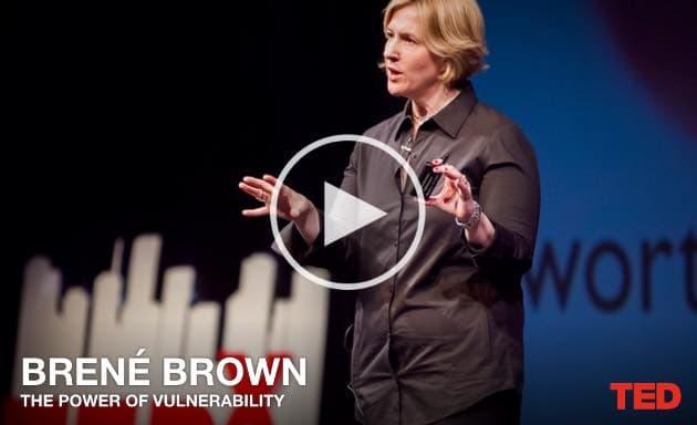 Berne Brown beim TED Talk auf der Bühne